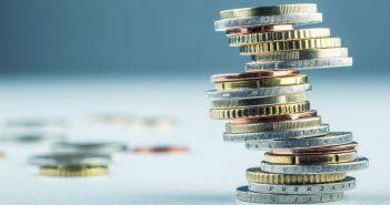 Analysts warn of UK consumer credit crunch
